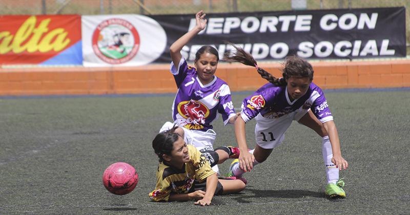 ... Fútbol Femenino · La última fecha del Femenino local tiene cuatro  opcionados 9940ffc83e041