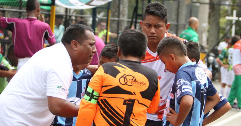 Niños brasileros y de comunidades indígenas en el Festival Fútbol de Salón