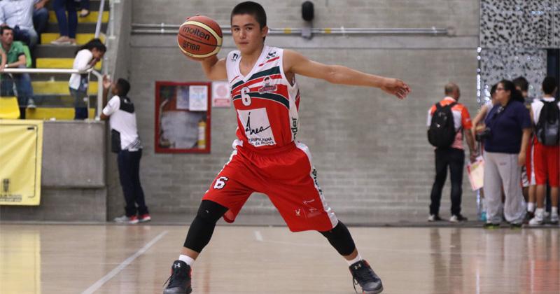 Santiago quiere estudiar gracias a su deporte