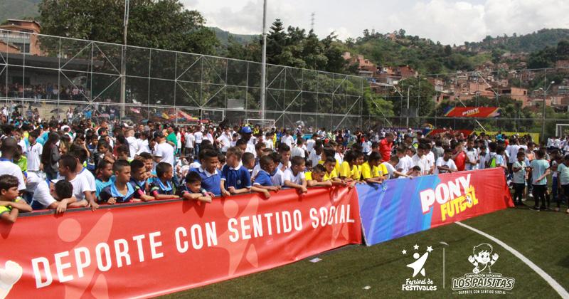 Equipos de Medellín reciben los uniformes oficiales