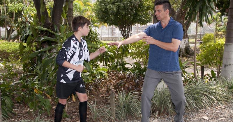 Con técnicas orientales, Samuel mejora para el fútbol