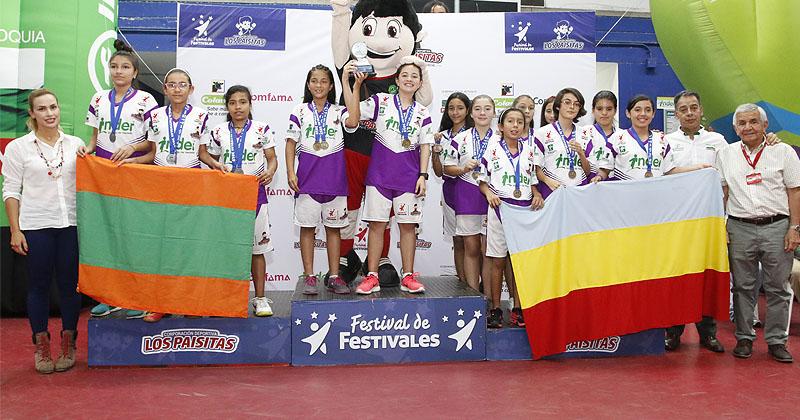 Inder Envigado y Rionegro dominaron  el Baby Tenis de Mesa que terminó este martes en el Festival de Festivales