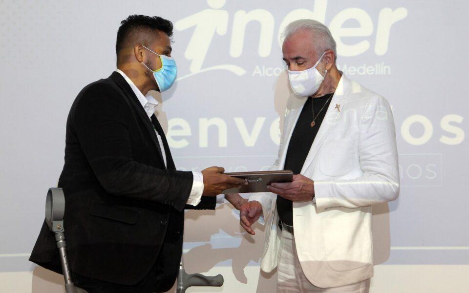 El Inder de Medellín reconoció el trabajo de Carlos Iván Hernández